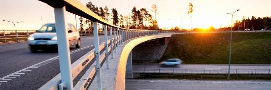 Bilar på mötesseparerad väg