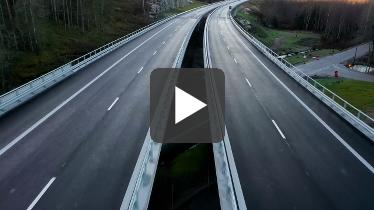 Drönarbild från en bro över Bäsjöbäcken Foto: Kasper Dudzik