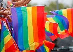 Bild på flera Pride-flaggor som vajar i vinden. Foto: Michael Erhardsson