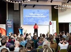 Foto från Kunskapskonferensen 2019 på generaldirektör Lena Nyberg när hon står på scen.