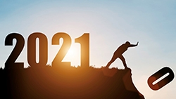 Berg med årtalet 2021 där 0:an puttas bort.