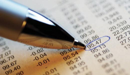 Temabild med en penna som ringar in en siffra i en tabell