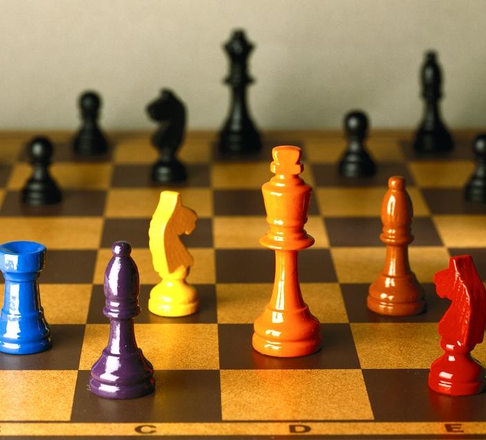 Färgglada schackpjäser