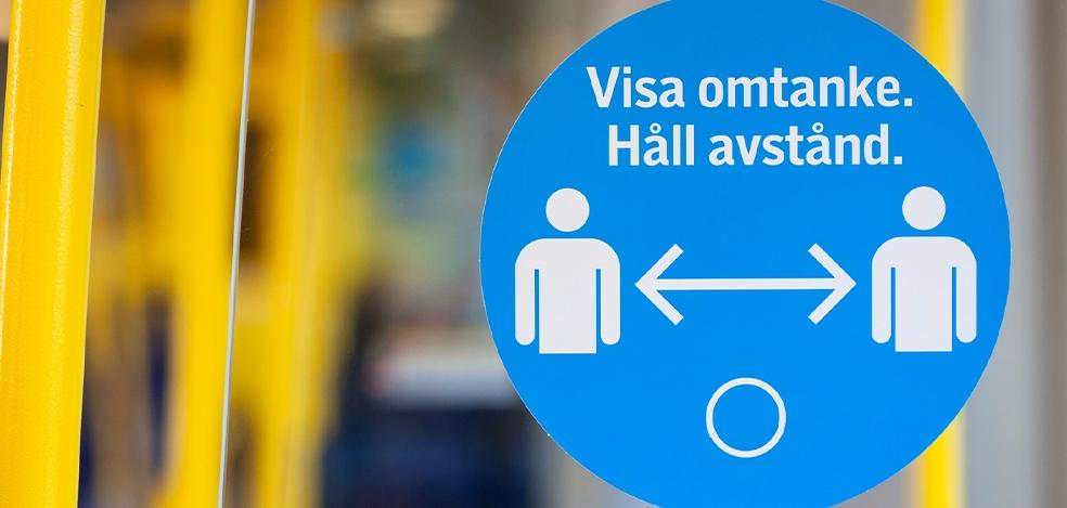 Skylt med texten Visa omtanke. Håll avstånd.
